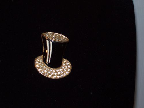 Unusual top Hat brooch