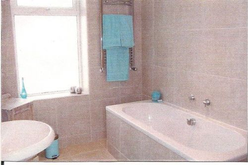 |Fully tiled bathroom with underfloor heating