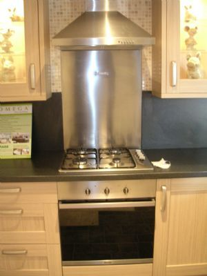 Baumatic appliance pack £600. 00 multifunction oven, gas hob, chimney ext, s/steel splashback.