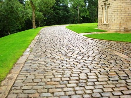 Gritstone cobble driveway
