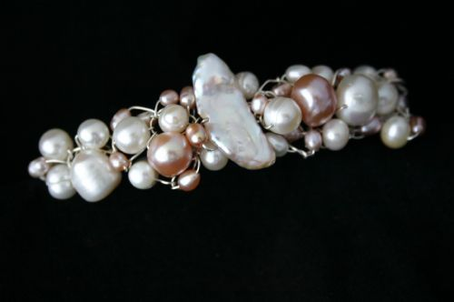 A unique freshwater pearl silver wire bracelet designed by Liese