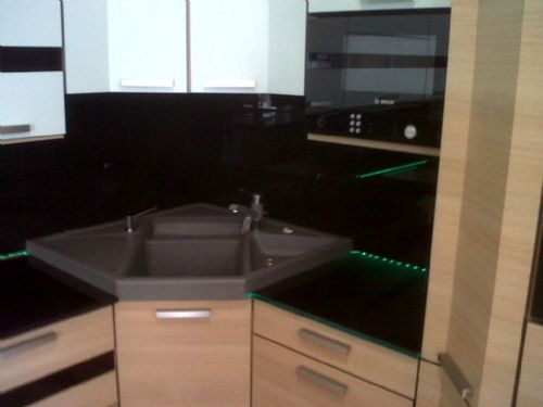 Wilson Fink Kitchens & Interiors. Glass Worktops & Splashbacks