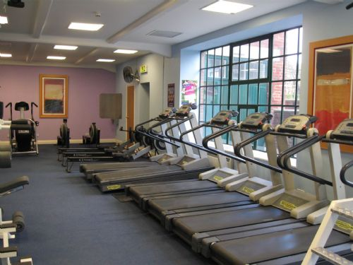 Treadmills overlooking the fountain and gardens