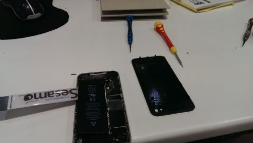 iphone 4 with broken screen