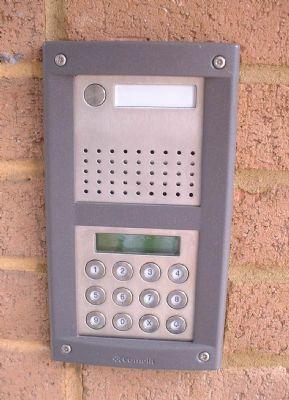 Door entry system comelit