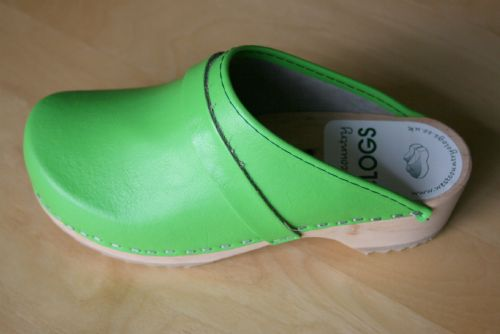 Wooden clog in Lime