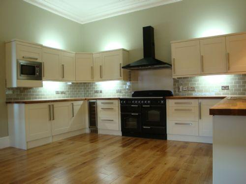 Glenlith interiors scotland ltd kitchen fitter in for Cream shaker kitchen ideas