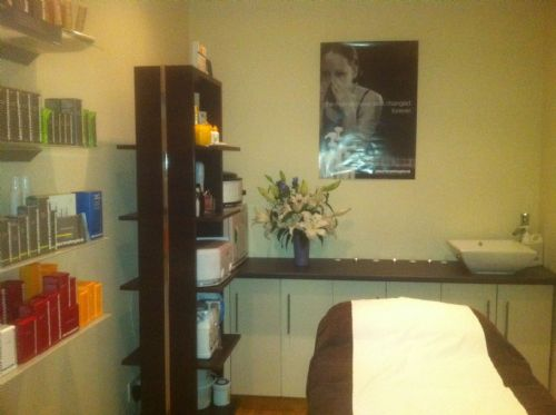 Professional, warm welcoming salon - Beauty Salons Glasgow