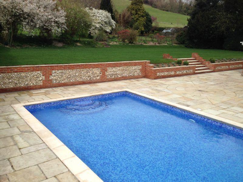 Bespoke swimming pools ltd swimming pool construction for Quick pool obi