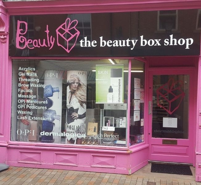 Nail Technician In Leicester (UK
