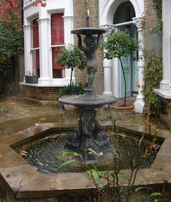 Courtyard garden design garden designer in richmond uk for Garden design richmond va