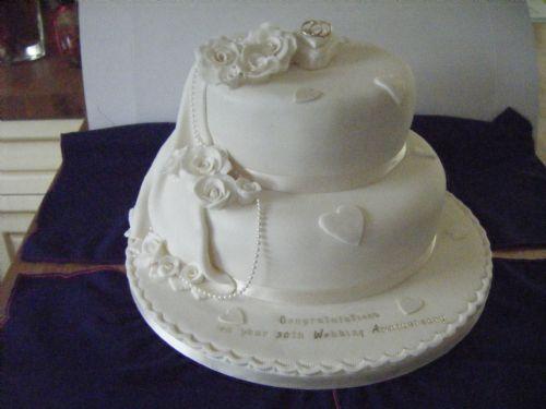 Cake Ideas For Pearl Wedding Anniversary : Sandra s Cake Creations - Wedding Cake Maker in Newborough ...