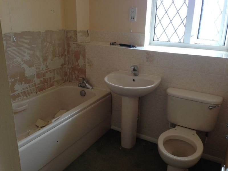 Plumbers and bathroom fitters 28 images bathroom for Bathroom fitters grimsby