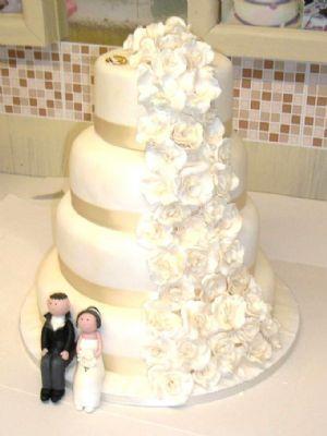 sugar moment cakes wedding cake maker in thatcham uk. Black Bedroom Furniture Sets. Home Design Ideas