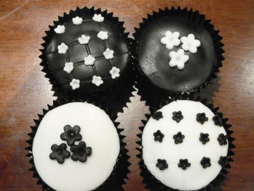 Black and white flower cupcakes - Occasion Cake Makers Chessington