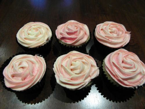 Rose swirl cupcakes - Occasion Cake Makers Chessington