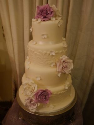Elite Cake Designs Uk : Elite Cake Designs Ltd - Wedding Cake Maker in Shirley ...