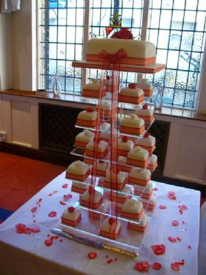 Cake Designs Uk Ltd : Elite Cake Designs Ltd - Wedding Cake Maker in Shirley ...