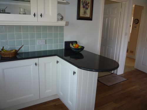 Ashmore kitchens kitchen fitter in nursling southampton uk - Small kitchen with breakfast bar ...