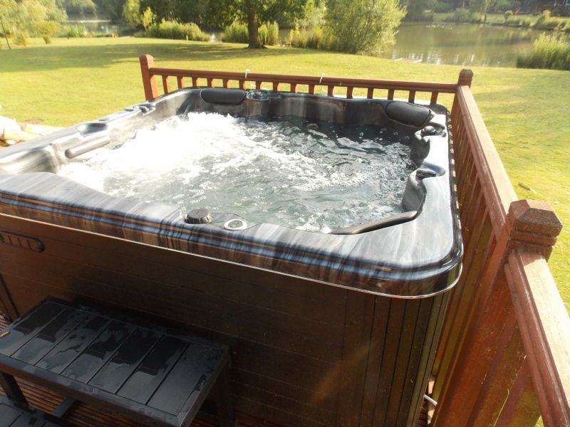 Bluebell lodge log cabin holiday in tattershall lincoln uk for Tattershall lakes swimming pool