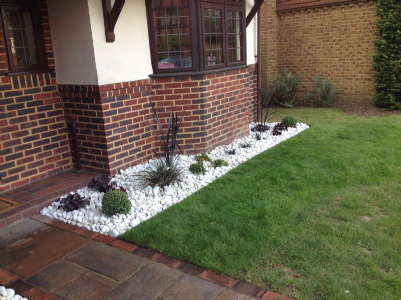 Gill martin planting by design garden designer in hayes Low maintenance garden border ideas