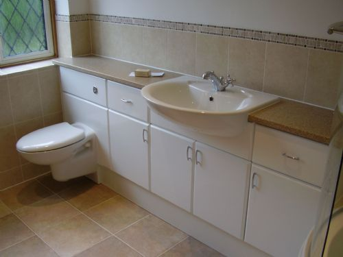 Julian graham kitchens and bathrooms bathroom fitter in for Small fitted bathrooms