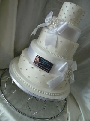 Designer Celebration Cakes Wedding Cake Maker In Swansea UK - Wedding Cake Swansea