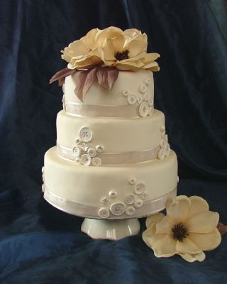 wedding cakes colchester uk sugar bees colchester wedding cake maker freeindex 24090