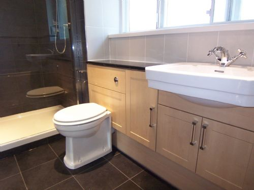D b bespoke bathrooms ltd bathroom fitter in kettering for Bathroom design kettering
