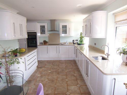 Nufit Kitchen Fitter In Wokingham Uk