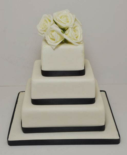 wedding cake makers in bristol uk simplicity cakes bristol wedding cake maker in kingswood 23150
