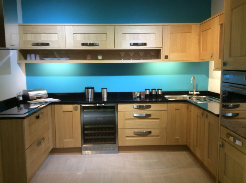 Kitchens inc kitchen designer in belfast uk for Holland kitchen bathroom design ltd