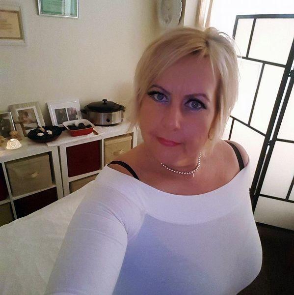 fri erotik hot stone massage stockholm